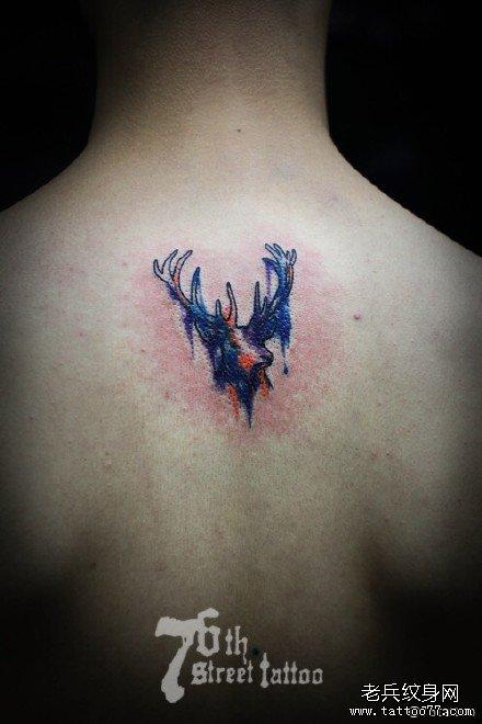 后背小鹿纹身图案