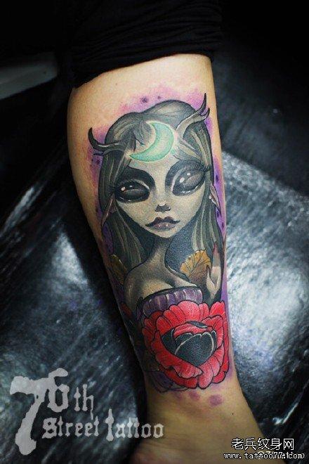 腿部月亮女神纹身图案图片