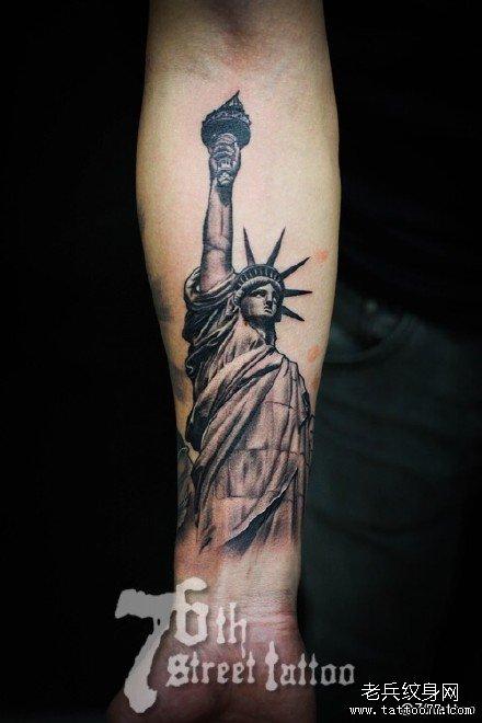 手部自由女神纹身图案