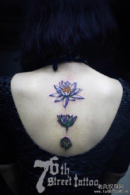 后背红莲花纹身图案