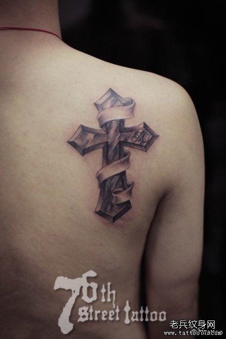 后背十字架纹身图案图片