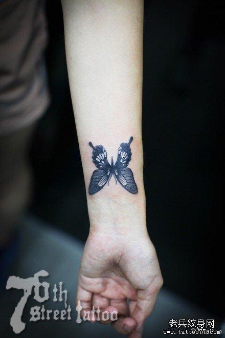 蝴蝶纹身图案大全大:脚踝彩色蝴蝶花纹身图案图片