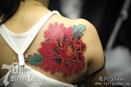 后背牡丹花纹身图案