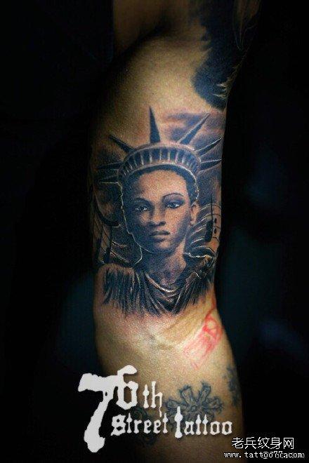 胳膊光头肖像纹身图案