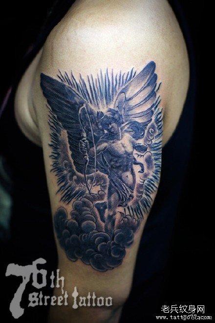 腰部可爱的小天使丘比特纹身图案