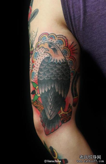 腿部绿猫头鹰纹身图案