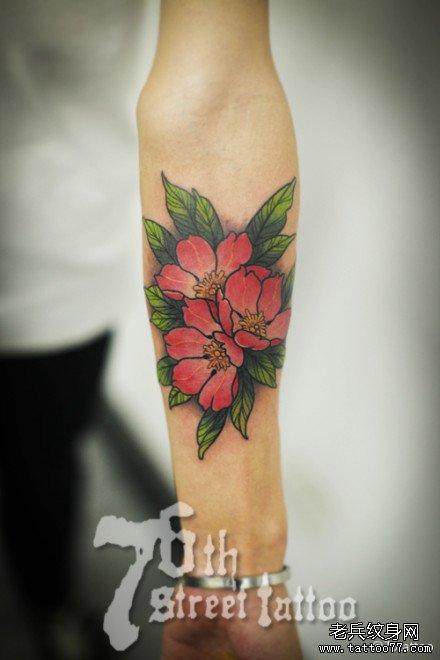 手臂樱花纹身图案图片