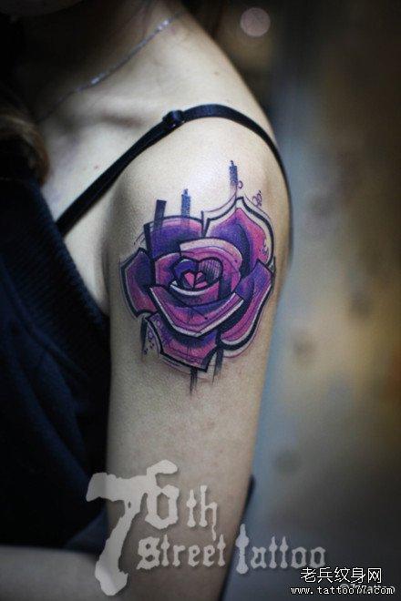 胳膊紫玫瑰纹身图案