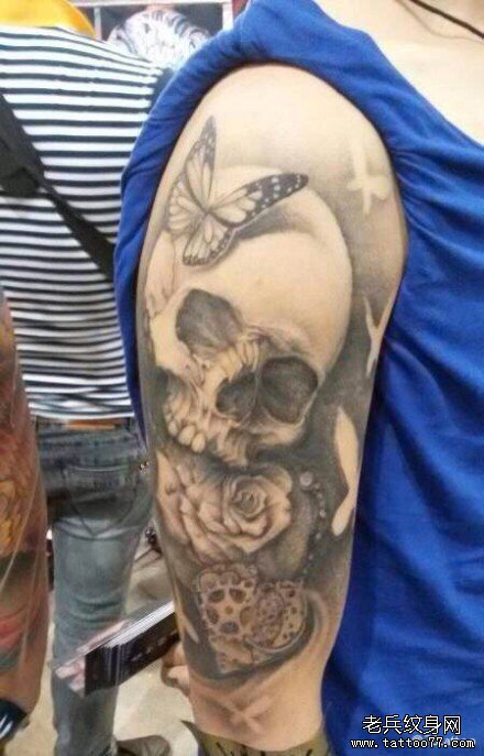 男人手臂霸气超酷的骷髅纹身图案