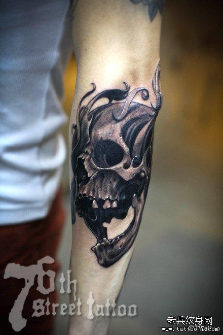 手臂大骷髅纹身图案