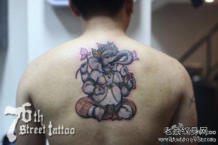 后背大象纹身图案