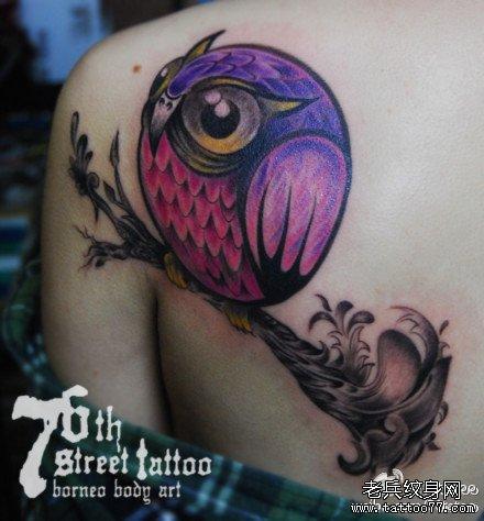 后背萌鹰纹身图案