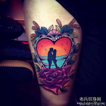 腿部爱心玫瑰纹身图案