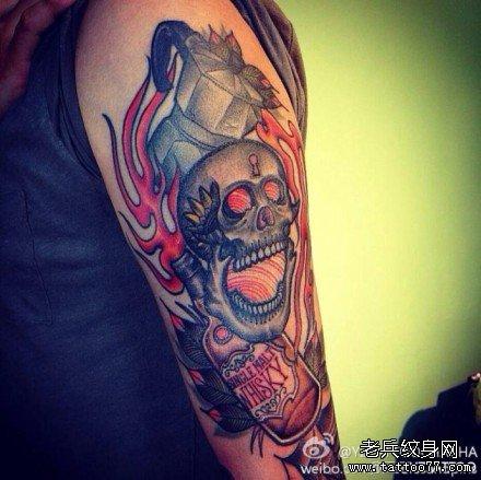 胳膊火骷髅纹身图案