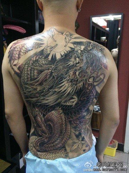 满背狮子骷髅纹身图案