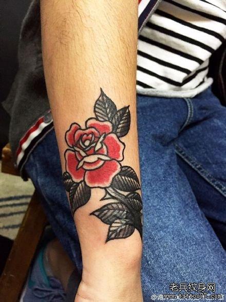 手臂花龙纹身图案