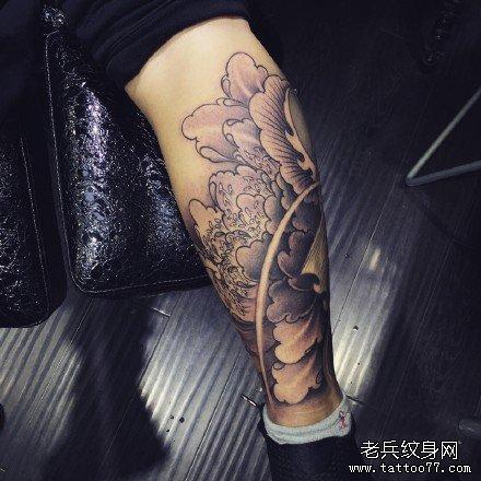 腿部莲花纹身图案图片