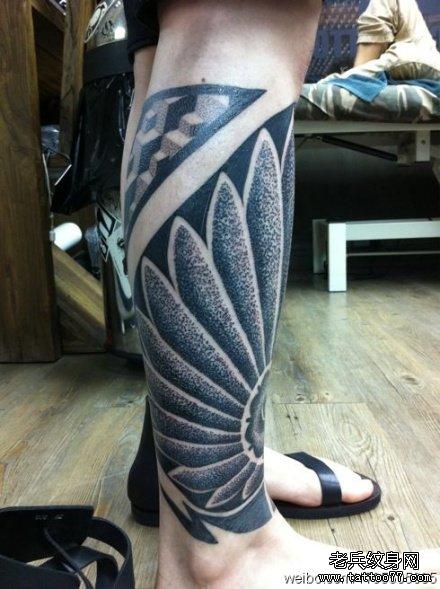腿部塔纹身图案