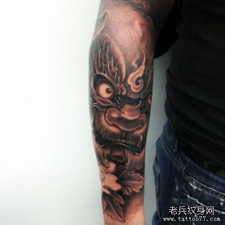 手臂霸气狮纹身图案