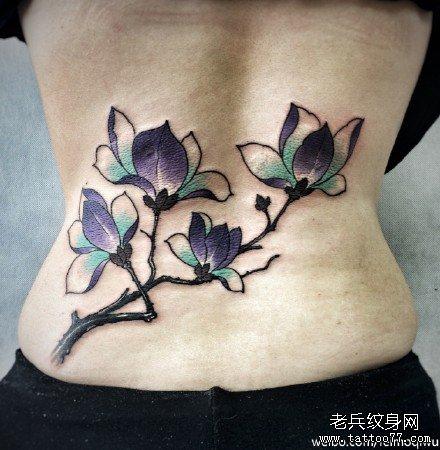 腰部紫花纹身图案