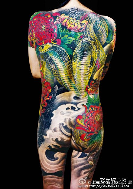 满背毒蛇王纹身图案