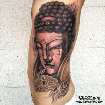 男人手臂经典帅气的佛头与莲花纹身图案