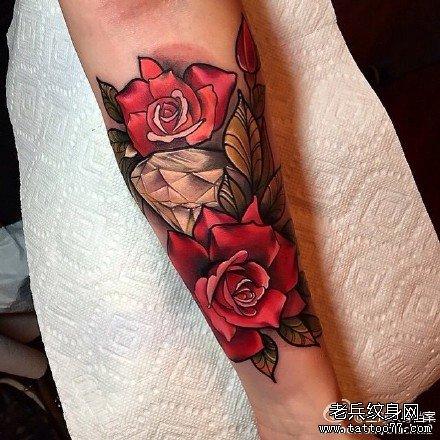 推荐一款霸气潮流的骷髅玫瑰花纹身图案