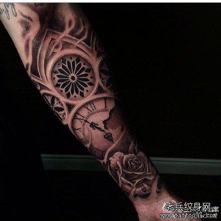 手臂菊花图腾纹身图案