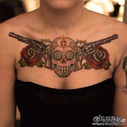 胸部武器骷髅纹身图案
