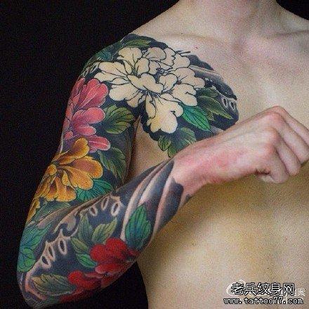 手臂牡丹花纹身图案