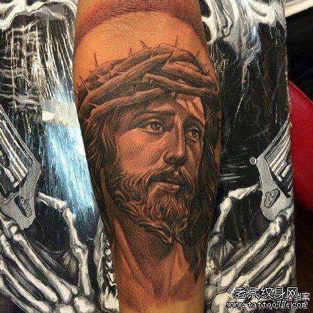 手臂耶稣纹身图案