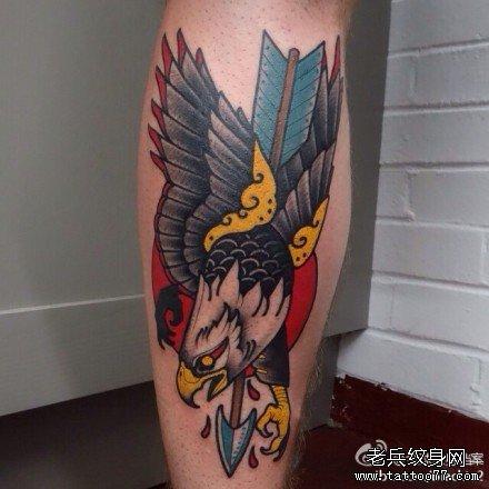 腿部射鹰纹身图案
