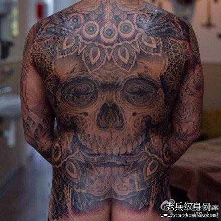 美女满背超酷的霸王龙纹身图案
