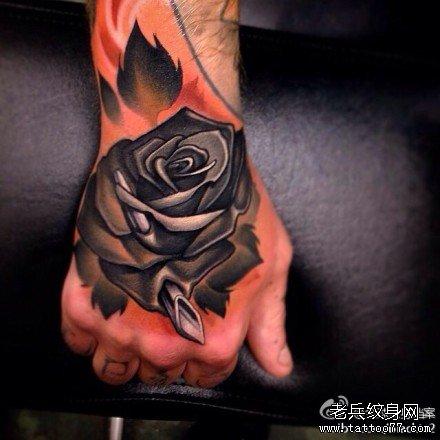 手臂黑玫瑰纹身图案