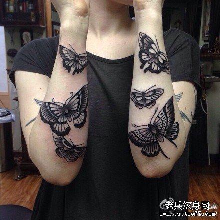 手臂黑蝴蝶纹身图案