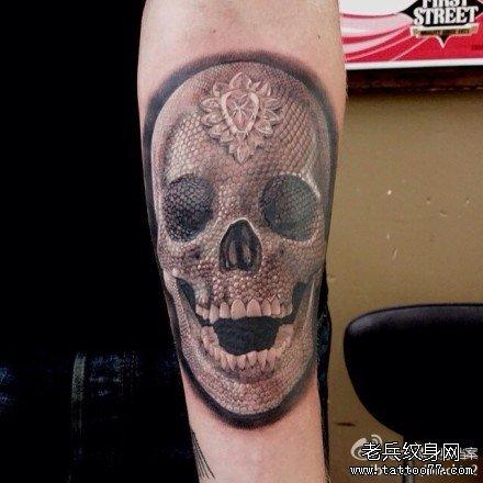 胸背鬼与梅花纹身图案图片