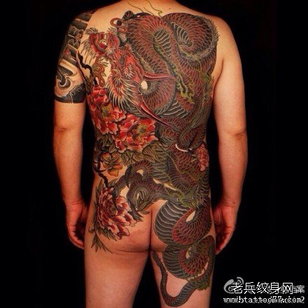 满背红龙纹身图案
