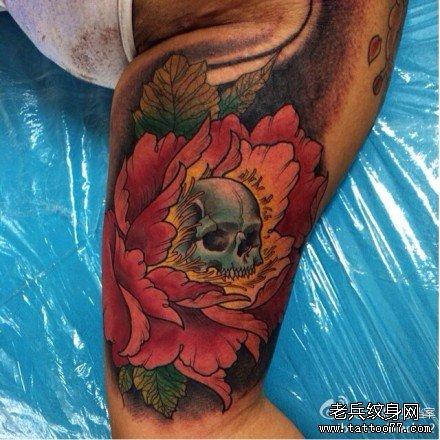 腿部牡丹花骷髅纹身图案