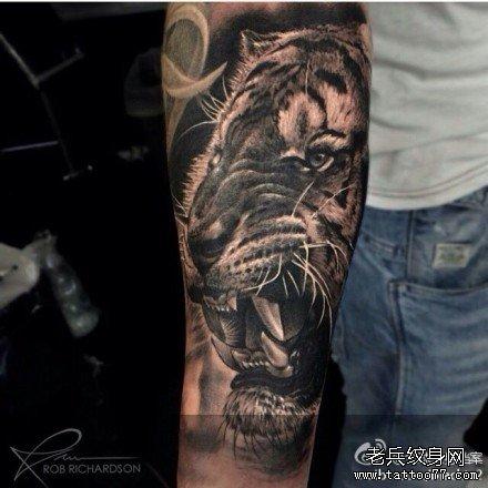 虎头纹身图案