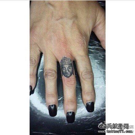 手指佛纹身图案