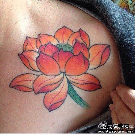 胸部红莲花纹身图案