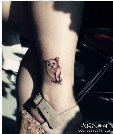 腿部好看的小猪纹身图案