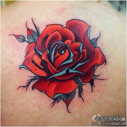 后背红玫瑰纹身图案