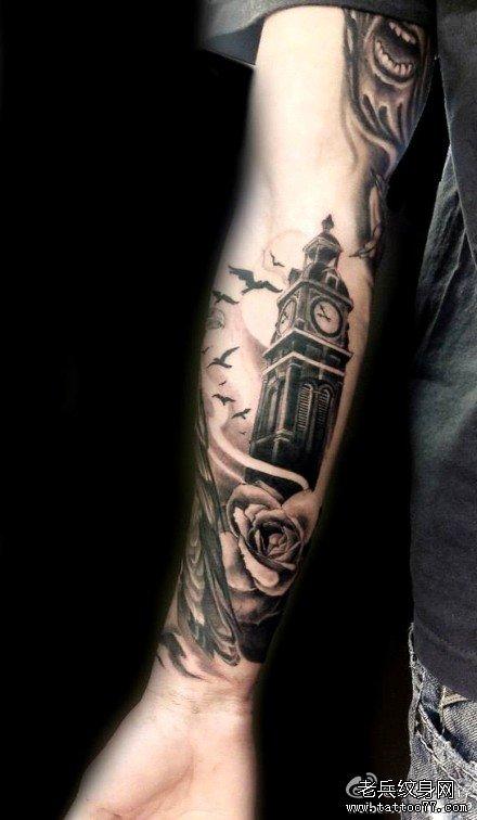 手臂内侧十字架纹身图案