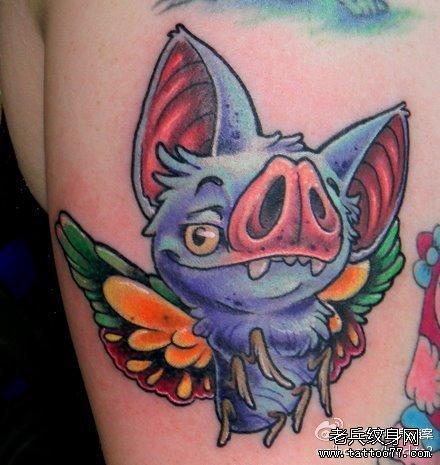 后背蝠蝶猪纹身图案