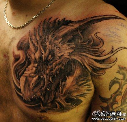 胸前龙头纹身图案