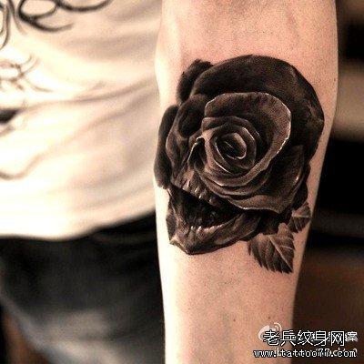 黑玫瑰脚纹身图片