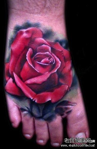 脚踝红玫瑰纹身图案