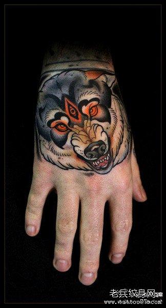 手臂三眼狼纹身图案