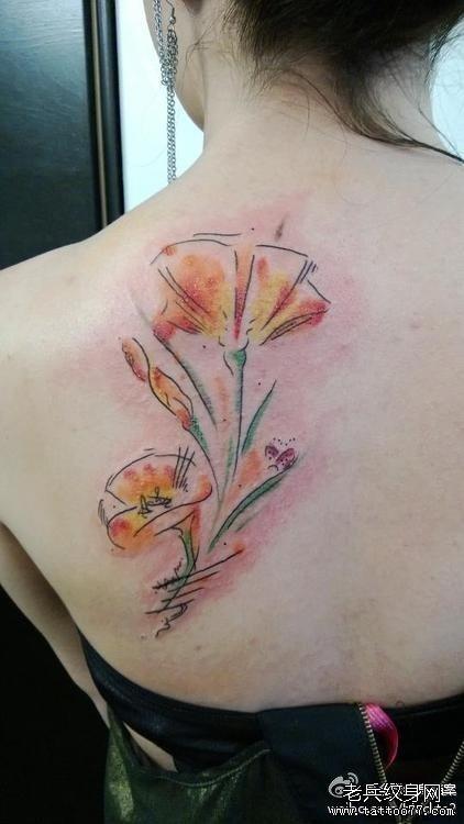 后背花纹身图案
